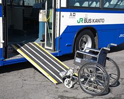 一般路線バス 車いす写真