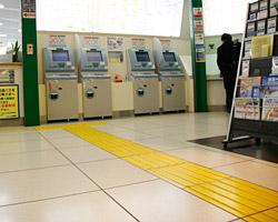 東京駅点字ブロック写真